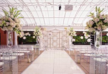 White floral arrangements at a wedding on the Veranda